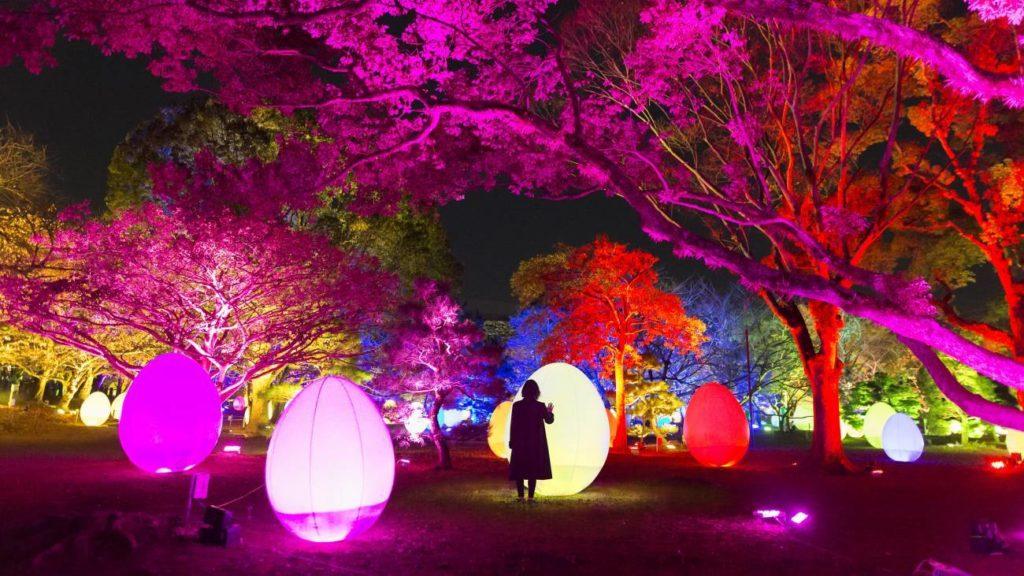 初代広島藩主浅野長晟が広島城に入城して400年を迎える2019年に、街の象徴である広島城を、人々の存在によって変化するインタラクティブ(「対話」とか「双方向」